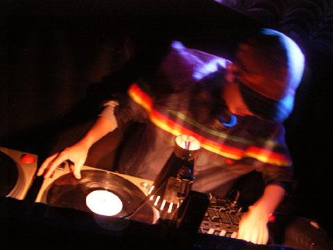 クラブ行っても、曲がわからなくて盛り上がれない!そんなあなたに、最新、ヒットEDMを無料で堪能できます!